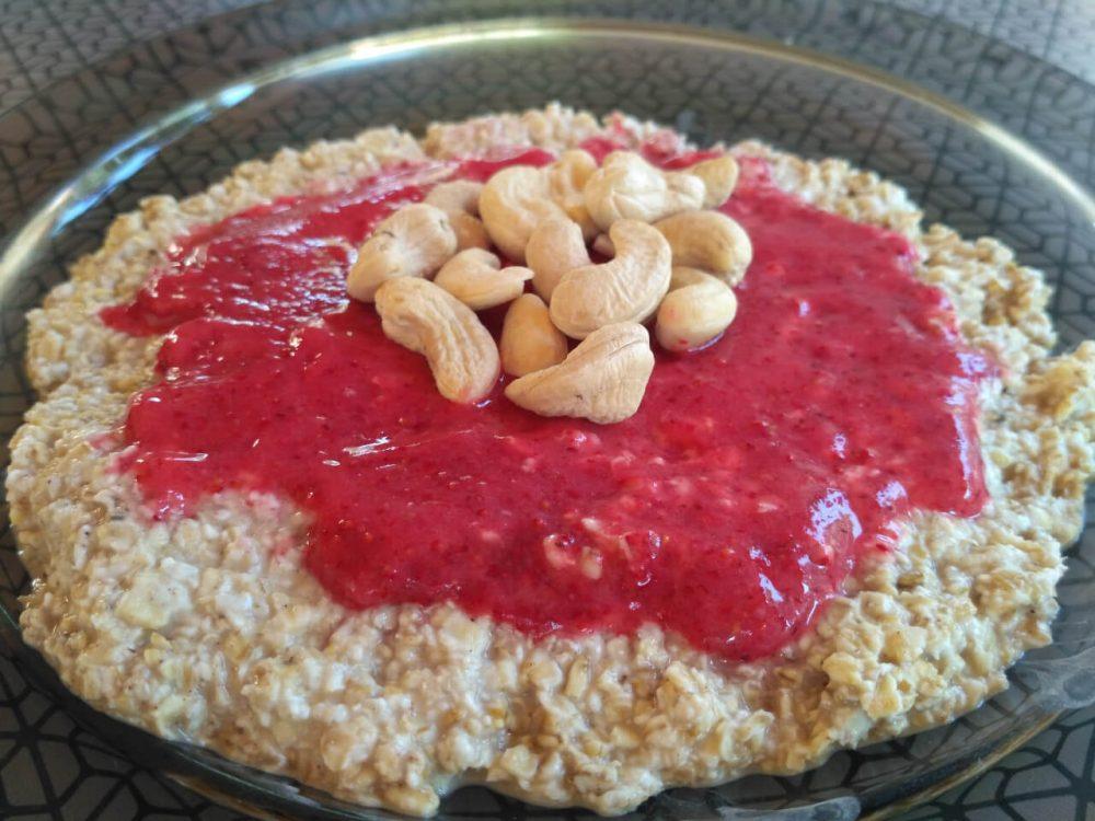 Ovsené vločky (recept) - ovsená kaša + kešu + jahodový sorbet