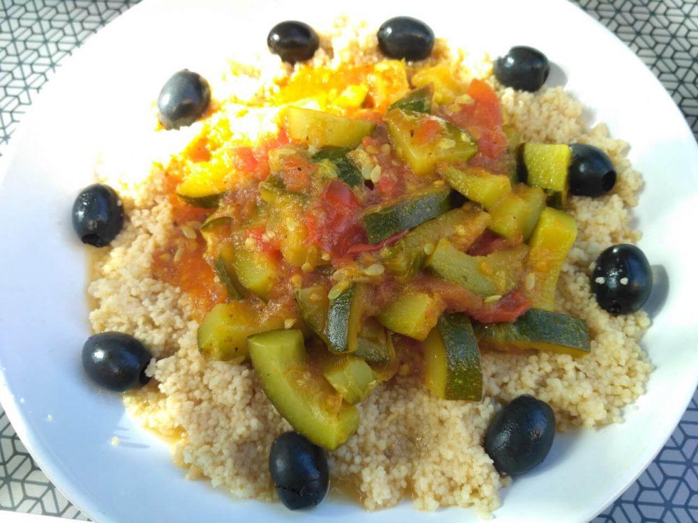 Vegánska rýchlovka: recept - kuskus a perfektná zeleninová omáčka