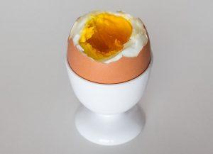 Ako správne ošúpať vajce natvrdo