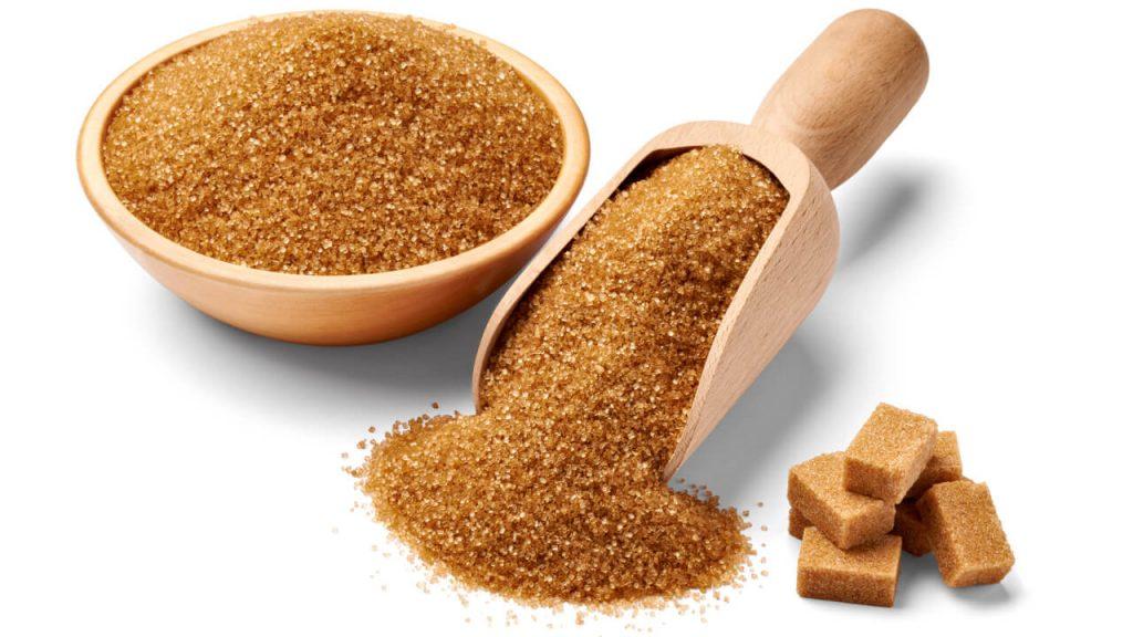 Je trstinový cukor zdravší ako biely? Aké má hnedý cukor zloženie a aká je jeho cena?