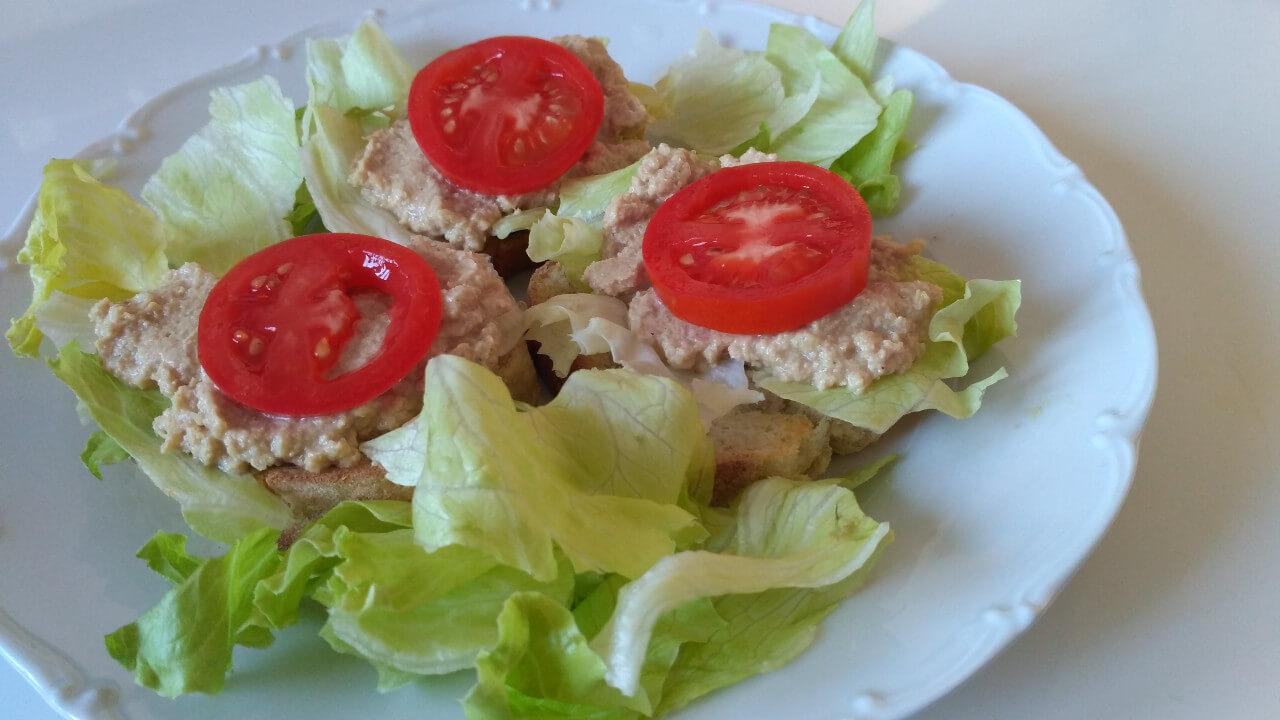Rybacia pomazánka s maslom (z tuniaka)