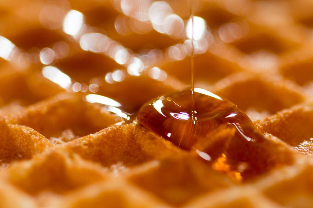 Javorový sirup – účinky, cena, výroba a použitie