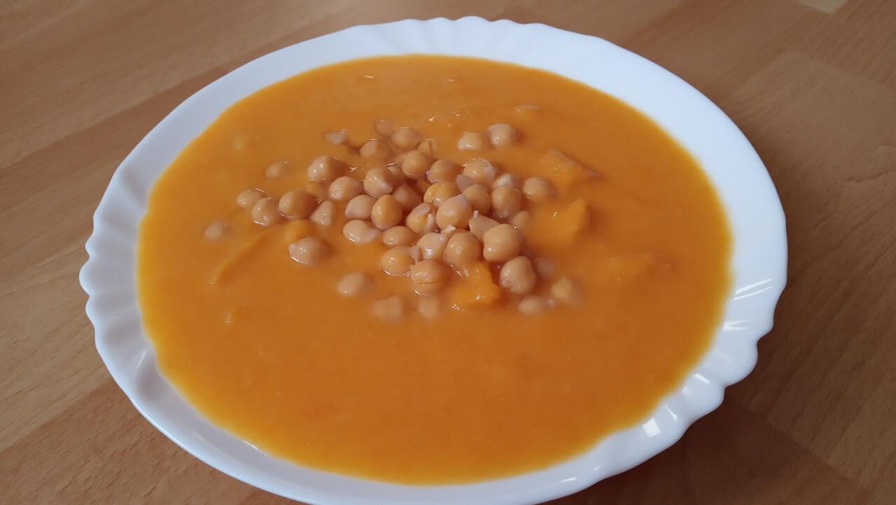 Cícerovo-tekvicovo-kokosová curry polievka